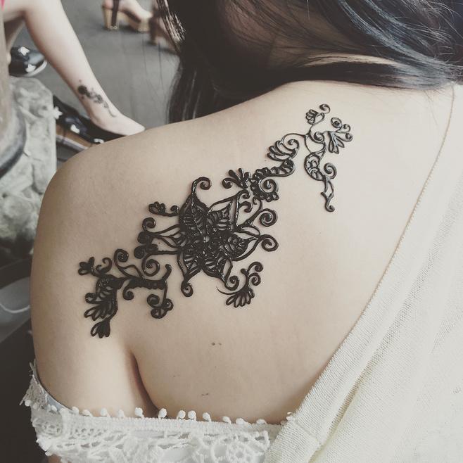 纹身太痛,海娜温柔